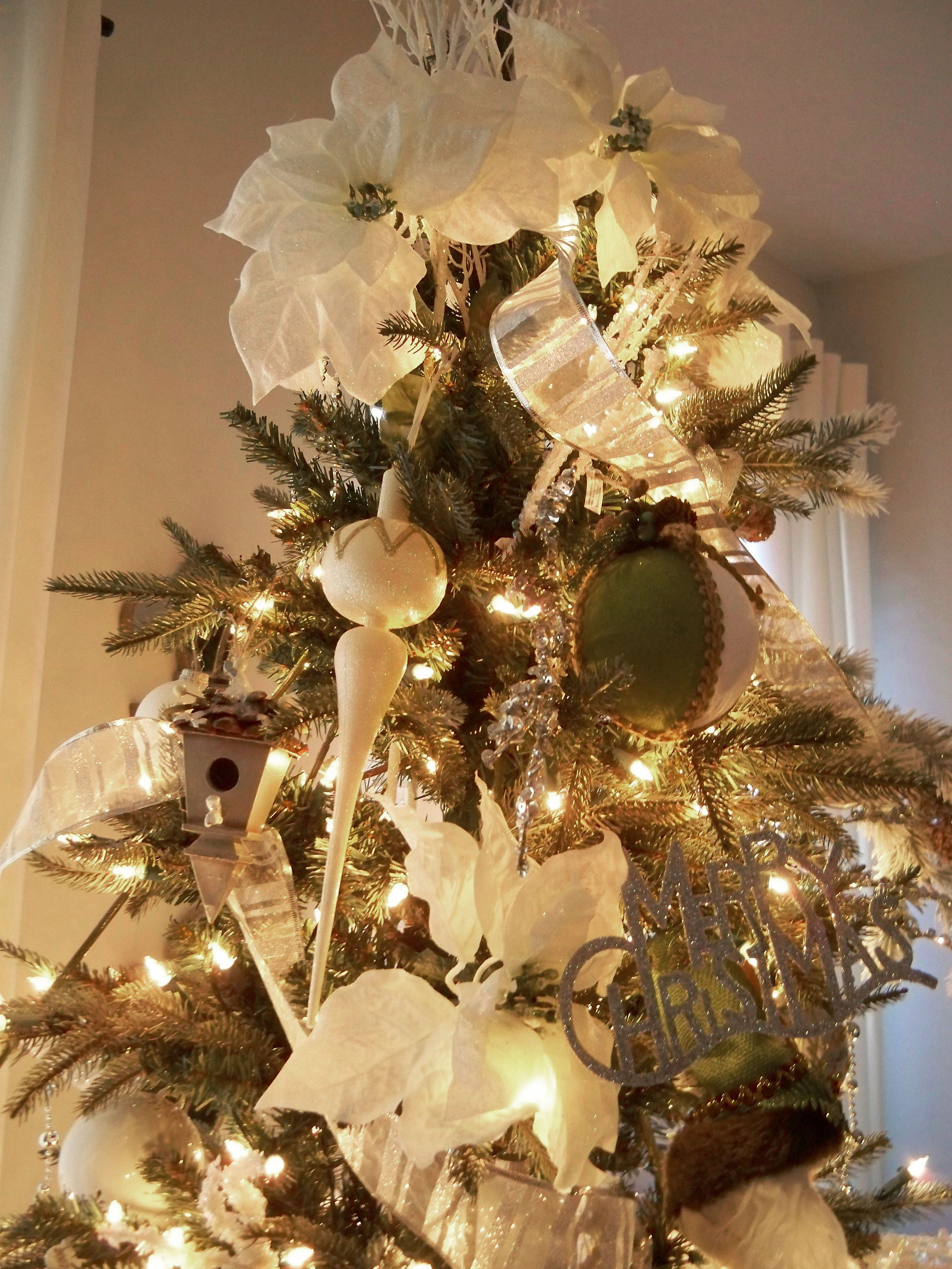 Elegant christmas tree decorating ideas with ribbon - Christmas Interior Interior Design Ideas Exterior Cool White Traditional Christmas Tree With White Ribbon And Green White Ornament Elegant