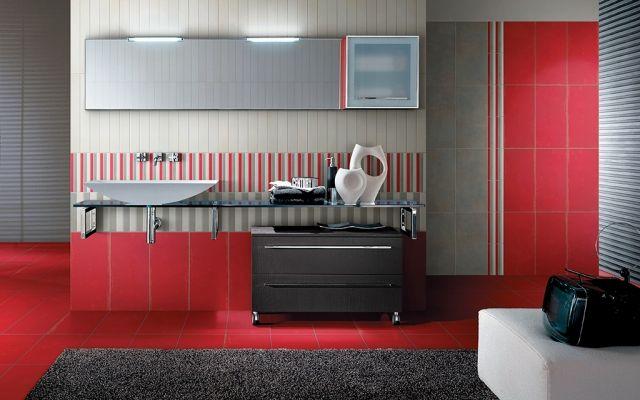 bad-fliesen-ideen-grau-rot-glas-waschtisch-aufsatzbecken - badezimmer grau design