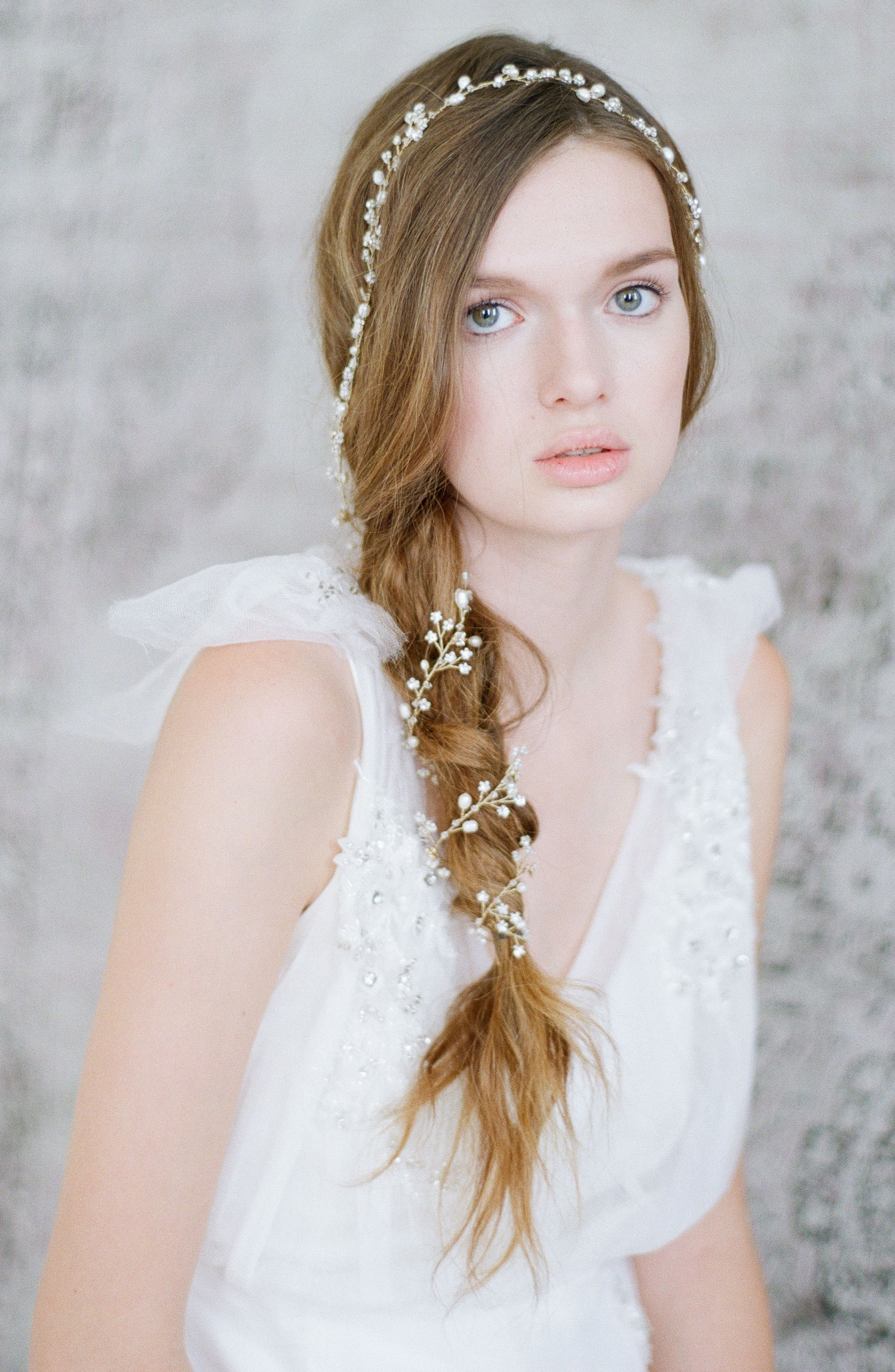 i mean.. in.love!! wrap around loose braid acented by the perfect