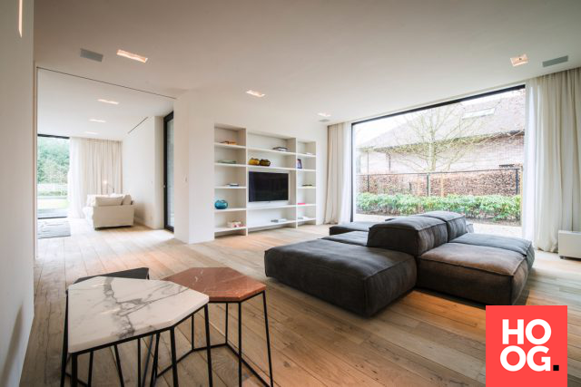 Moderne woonkamer inrichting met luxe zitbank | woonkamer ideeën ...