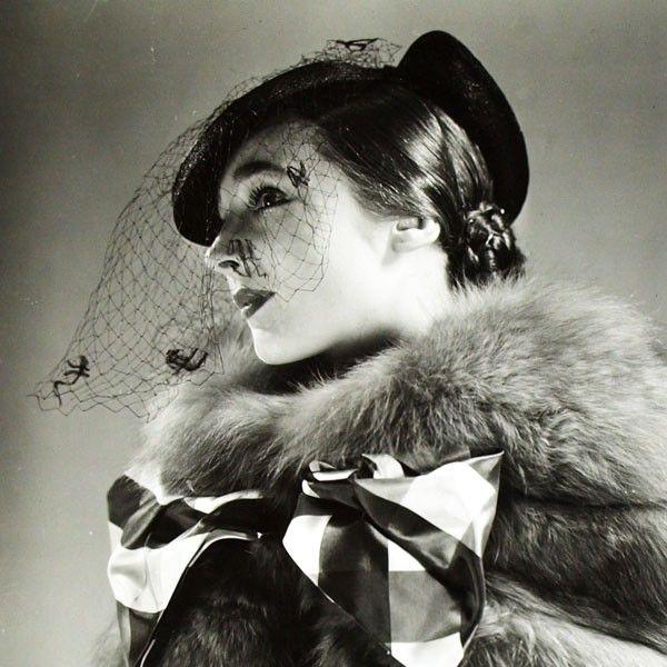 Robe Longchamp de Lucien Lelong, chapeau de Suzy, photographie d'époque du studio Deutsch (circa 1935)
