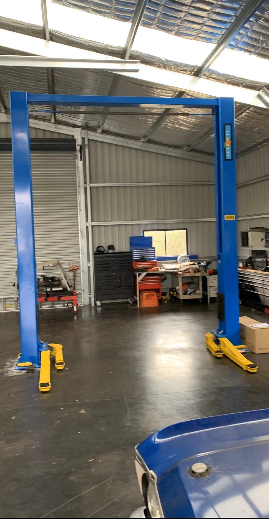 Classic 210sac 2 post 4.5tonne Car hoist, Two post lift