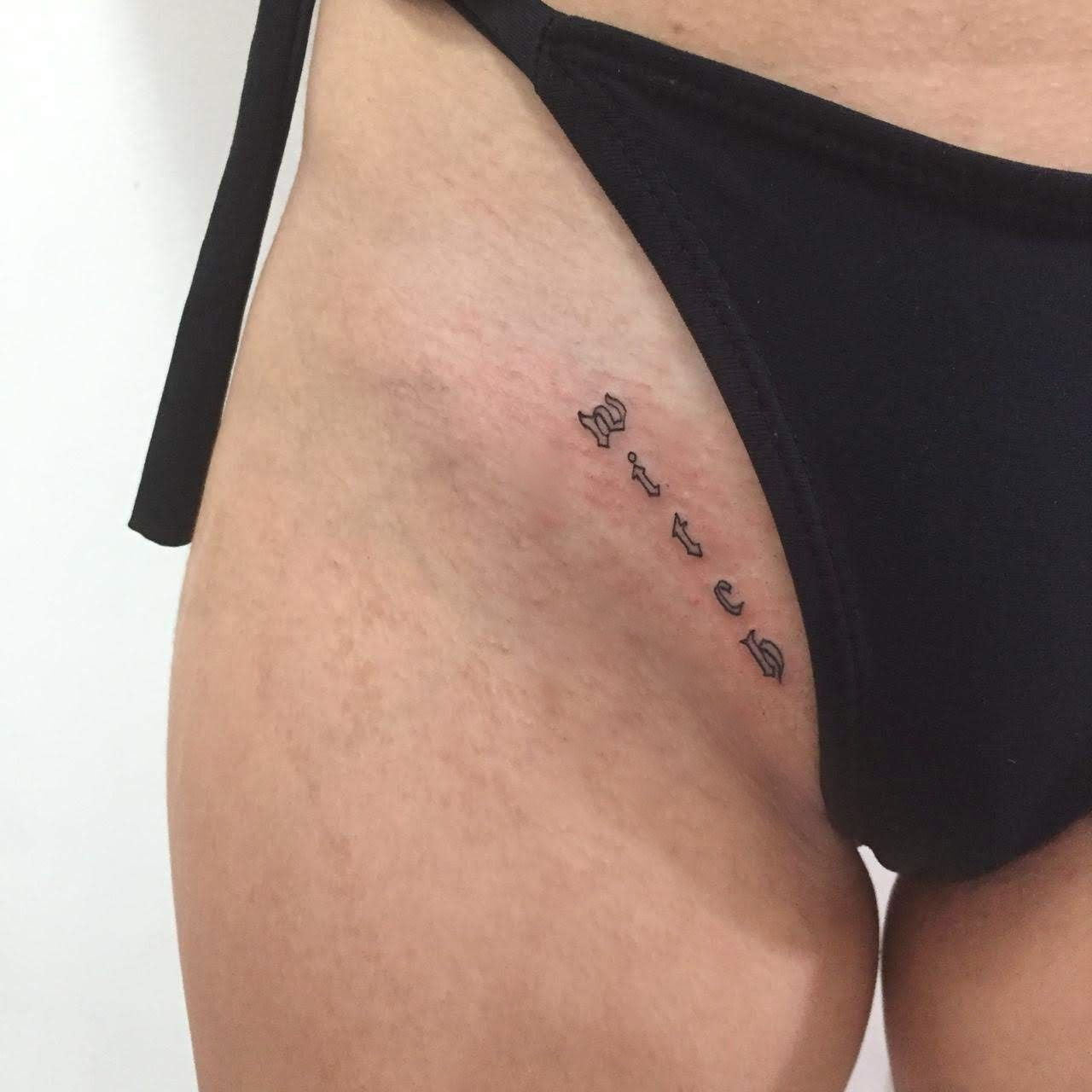 36 Elegant Small Hip Tattoos You Ll Need To Get In 2020 In 2020