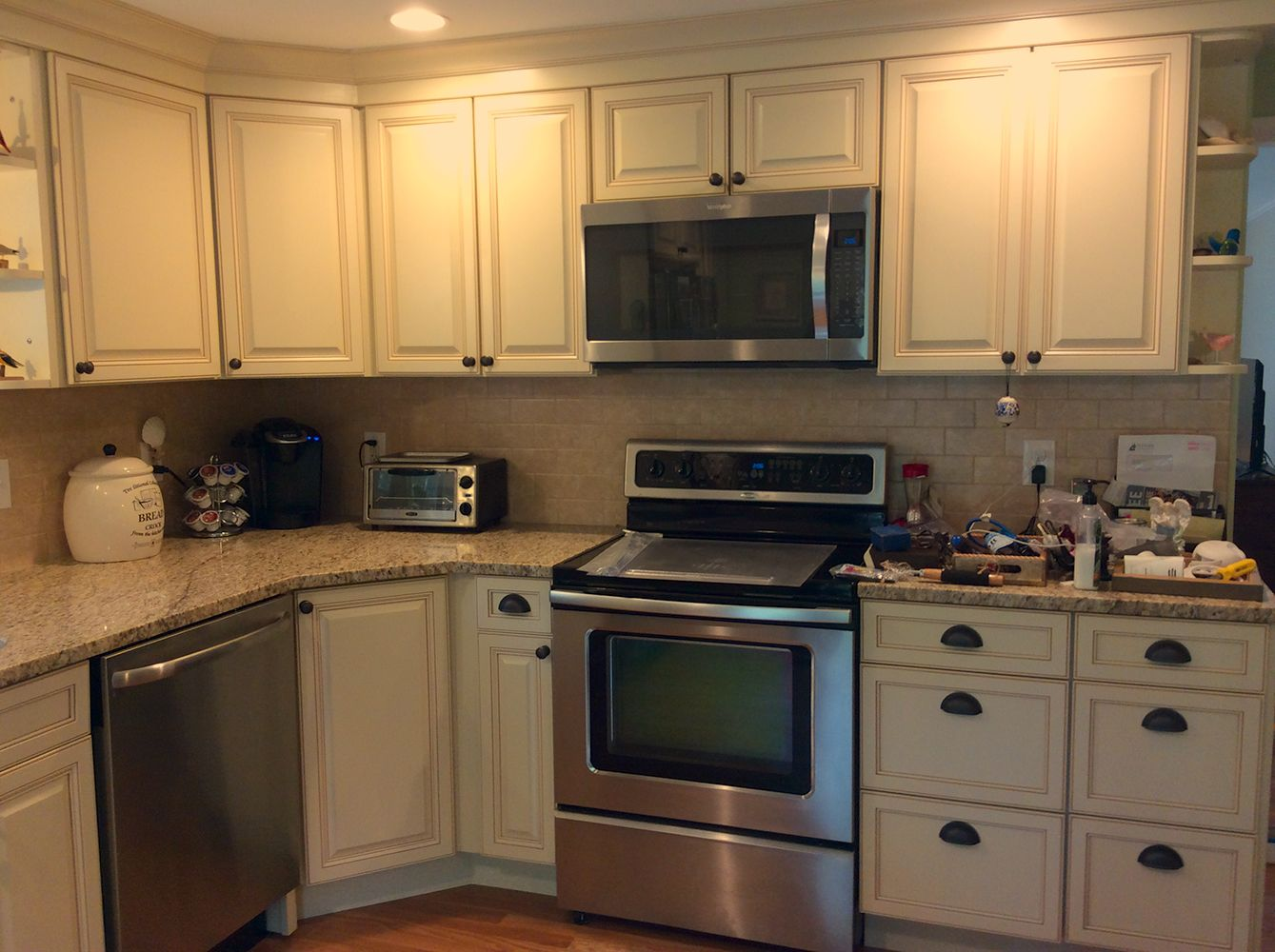 Lots of cabinets in a small space   Kitchen design ...