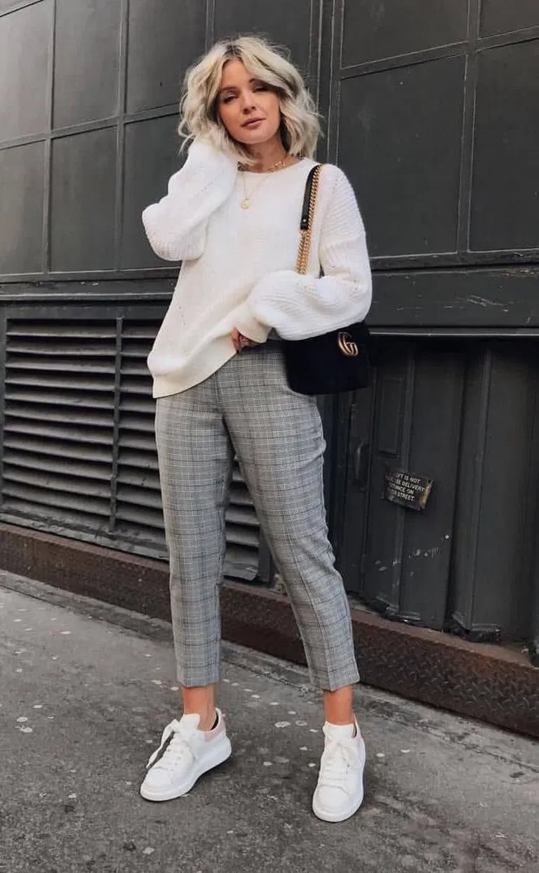 √86 Best Casual Fall Outfits for Girls You Are Looking For #falloutfits #girlsoutfits #casualoutfits | andro.com #casualfalloutfits