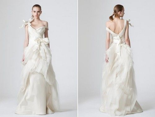 f0e36b1a50aa www.weddbook.com everything about weddings ♥ Vera Wang wedding dress #dress  #wedding