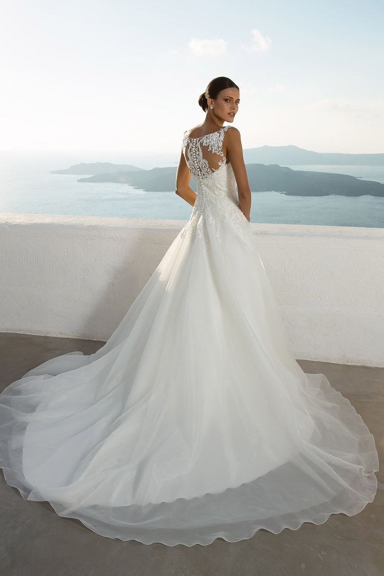 Stunning destination wedding dresses by justin alexander