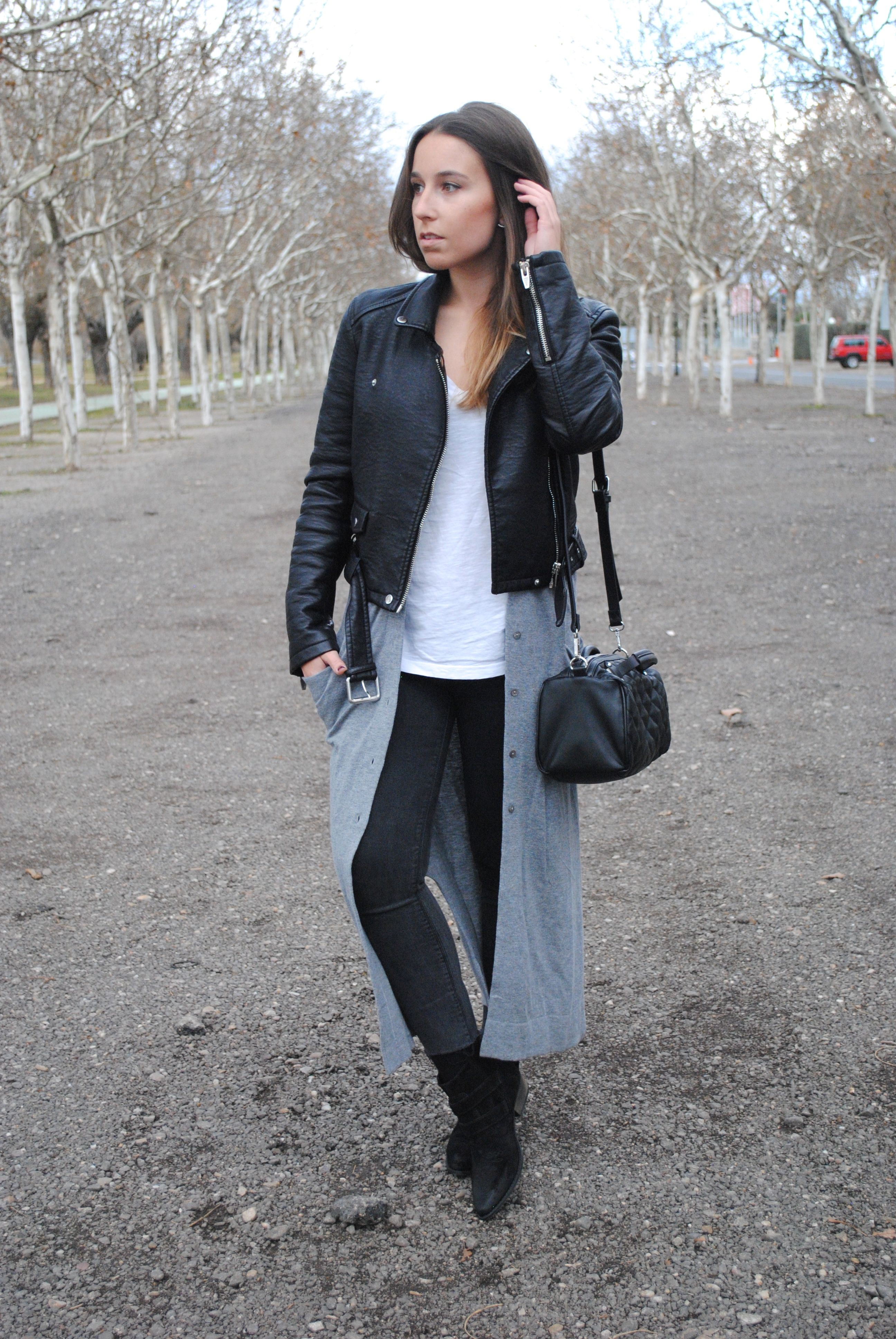 Casual chic winter outfit. Black and grey combo. Maxi cardigan ...