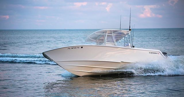 Contender Center Console In White Boat Fishing Boats Boat Audio