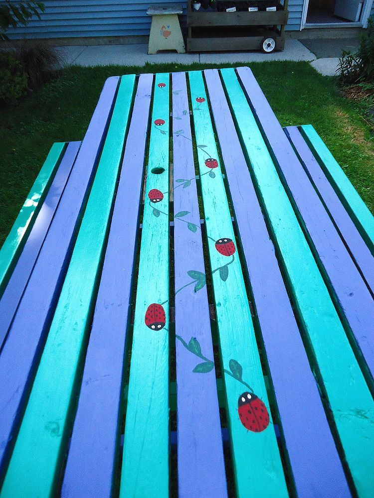 How We Refurbished an Old Picnic Table