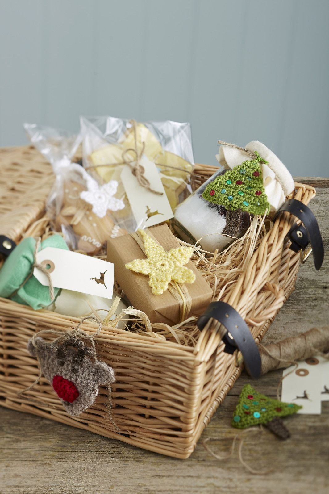 15 Ways to Style your Christmas Hamper Xmas hampers