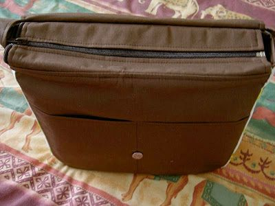 Heart of Mary: TUTORIAL: Free Messenger Bag with Zip Top Closure ...