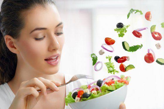 No hay #Fórmulas mágicas ni métodos que brinden los mismos resultados a todos. Revise qué #Alimentos le gustan, no se prive de ellos, pero cómalos en porciones adecuadas http://ow.ly/vlgBx