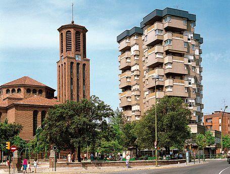 Santa María Church and Plaça de l'Esglesia in the city