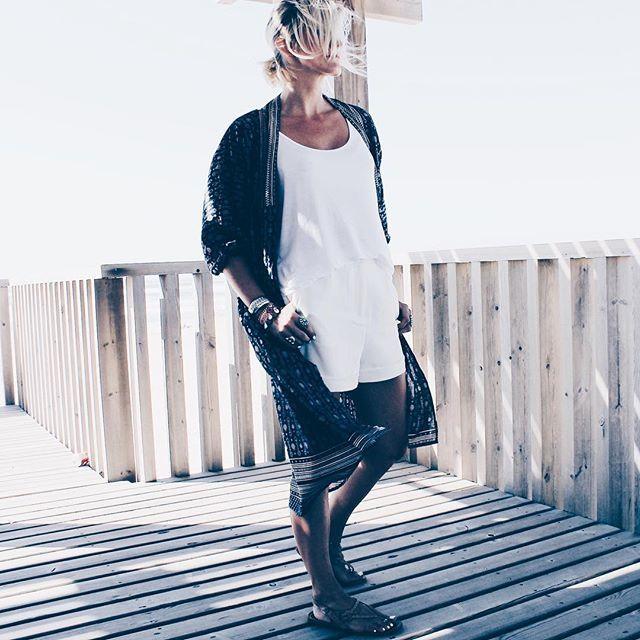 Endless summer ❤️🌴☀️ Je suis tombée amoureuse de cet endroit : la plage de la Salie... oui je sais, je vous dit ça sur chaque photo mais c'est tellement vrai ❤️ Kimono @_foundling  Sandales @gaia_soul_byronbay  Bonne soirée les filles 💋 . Fall in love with Salie beach... I know I tell you that on every pictures but it's so true ❤️ Happy evening loves 💋 . #fashion #blogger #littlebohoblog #travel #holiday #boho #summer #streetstyle #kimono #white #autumn #bohemian #gypsy #wanderlust