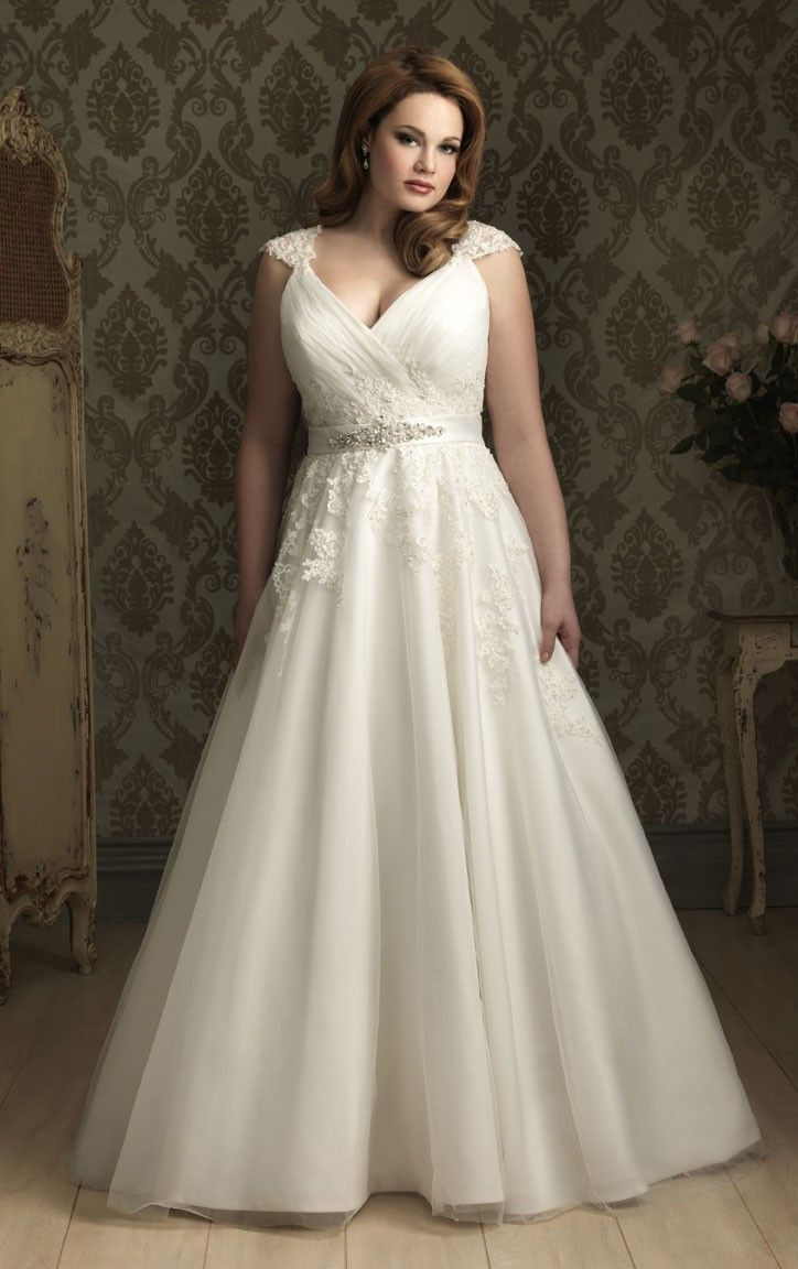 Stunning aline court train straps sleeveless tulle plus size