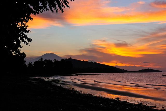 Sunset in the Pemuteran Bay, with the vulcanos on Java in the back
