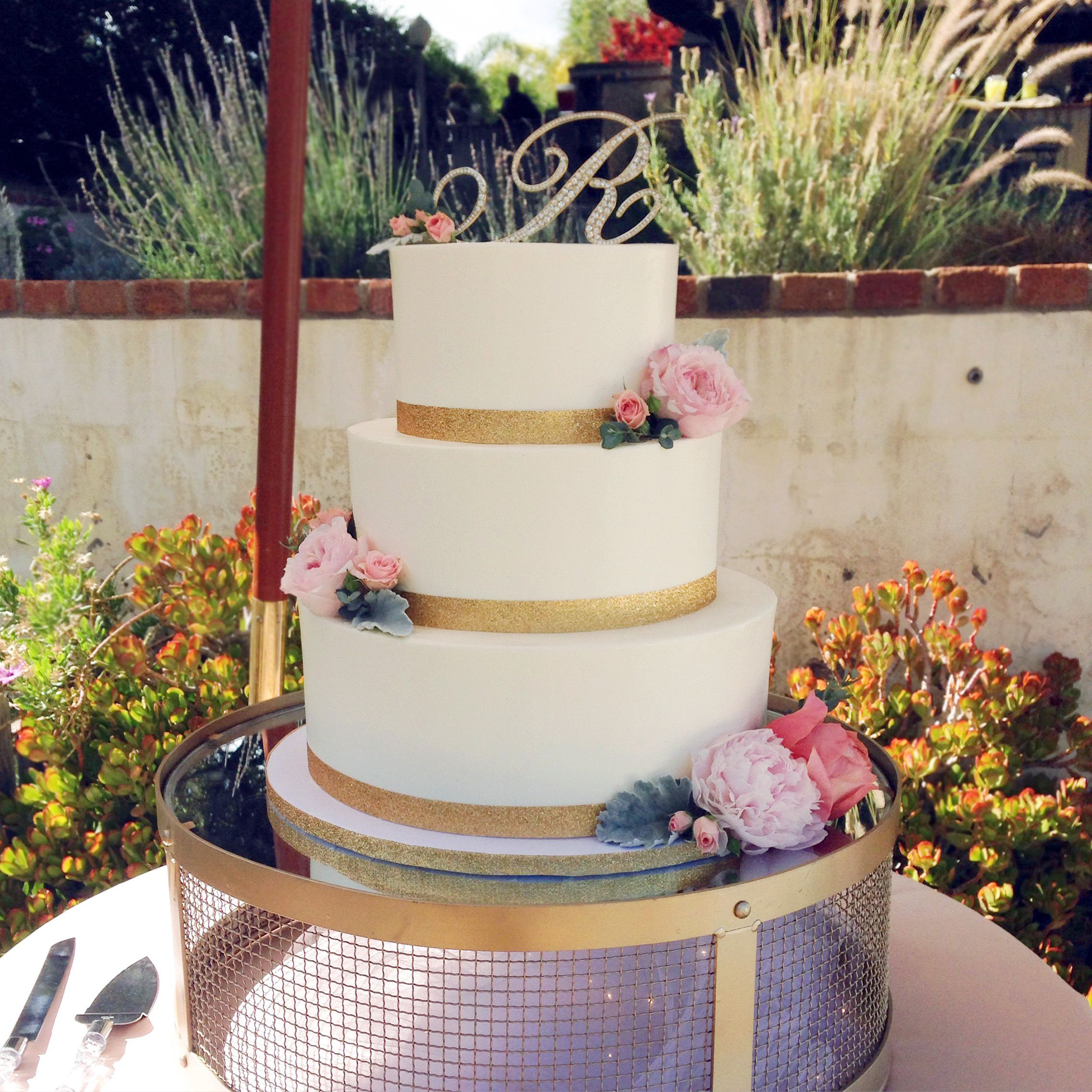 wedding cake with gold ribbon three tier smooth buttercream wedding cake sparkly gold 26902