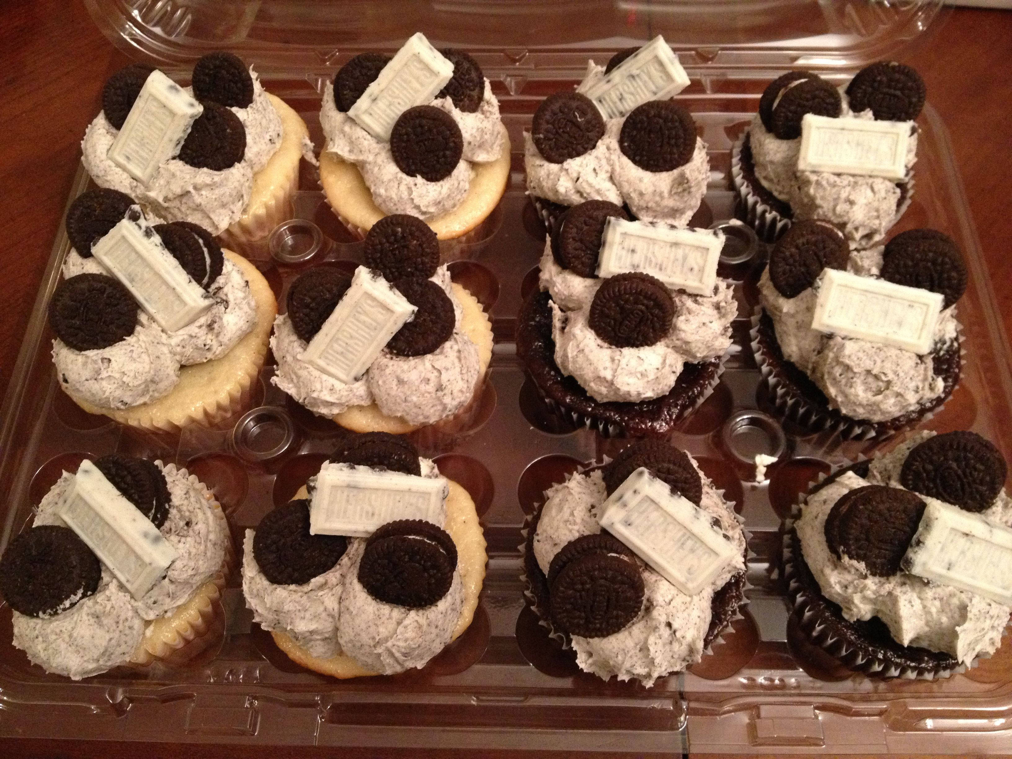 Cookies and cream! Vanilla or chocolate cake filled with an Oreo ...