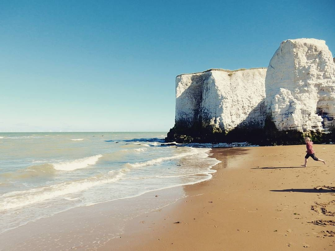 Spent an hour lazing 'neath the chalk cliffs of Botany Bay (and watching deranged kids hurtle into the cold water with delight) #beach #september #blueskies #LoveGreatBritain #paradise #Kent