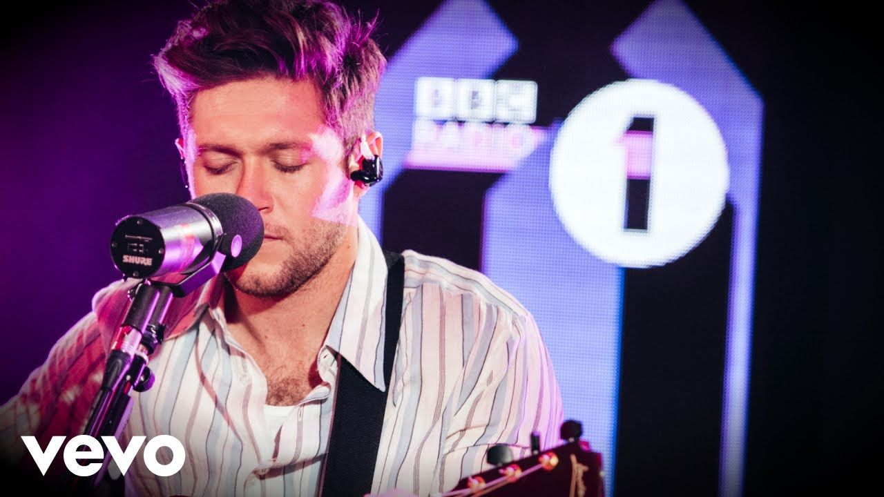 Niall Horan Circles Post Malone Cover In The Live Lounge Youtube Niall Horan Bbc Radio Bbc Radio 1