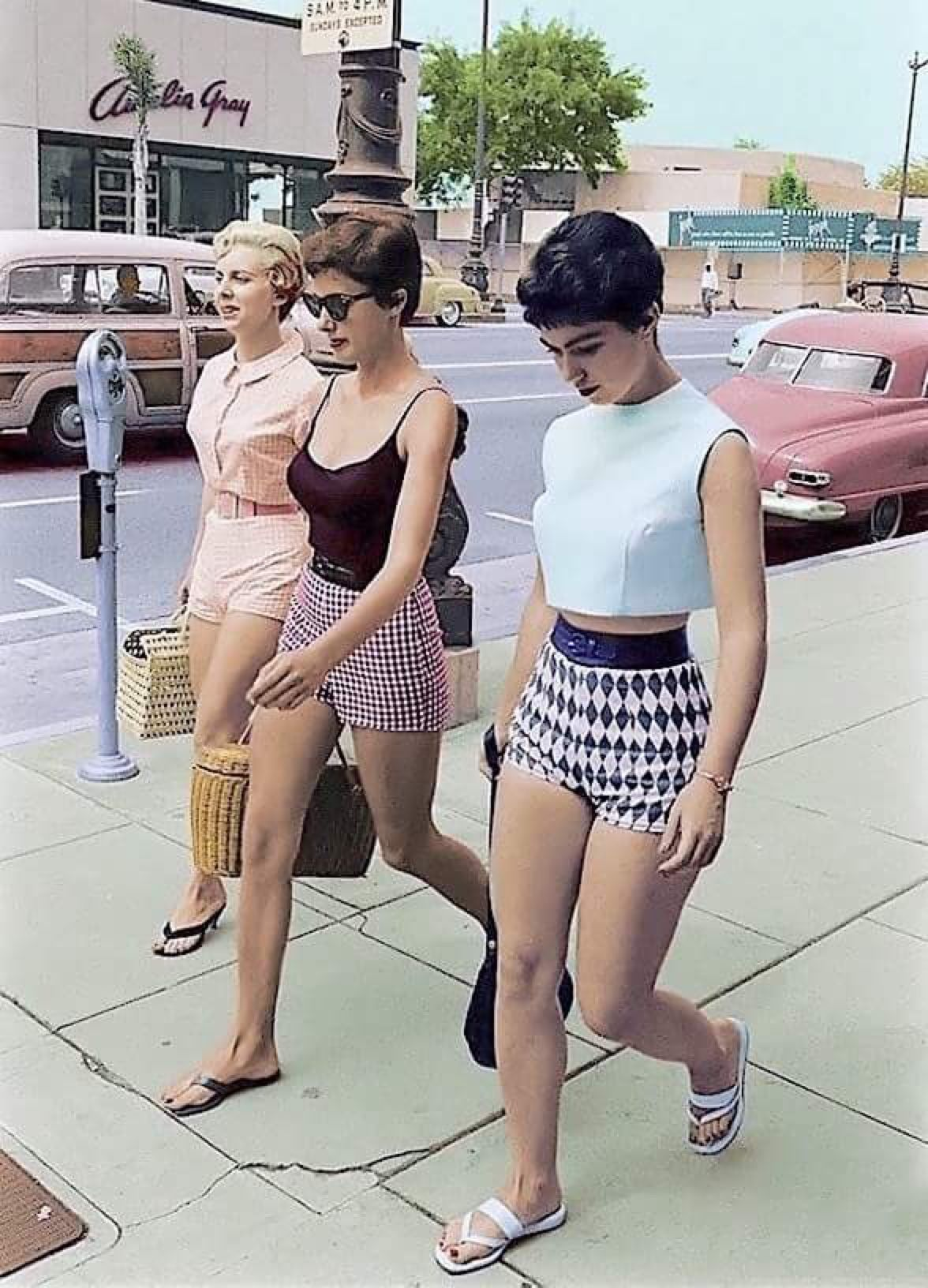 f33925d0208 Three women on Wilshire Boulevard Beverly Hills fab  50s