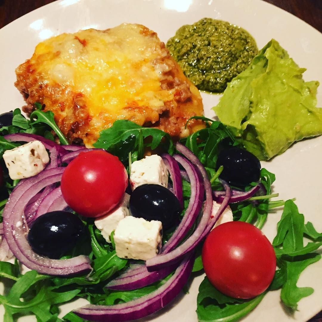 Lasagne med salat pesto og guacamole til håndballkampen mellom #Norge - #Tyskland  #heianorge#glutenfri#lasagne#glutenfree#lasagna#glutenfreelife#guacamole#pesto#salat#godtno#godtlevert#middagsmat#mittkjøkken#mattips#imittkjøkken#matprat#norgesmat by cecilieeinvik