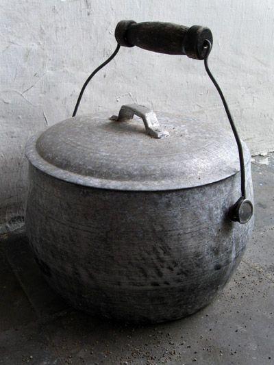 Kendhil Sebagai Alat Untuk Memasak Nasi Atau Menanak Nasi Bahan Alat Ini