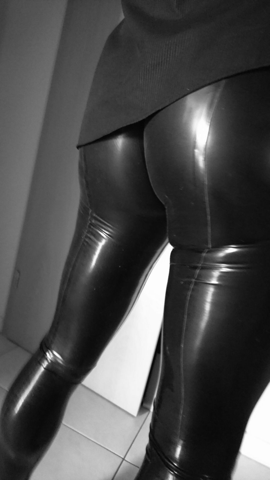 a1cd59dc40c5 Pin von ♢fetishart♢ auf Latex Amateur Infernal   Latex, Latex pants und  Latex fashion