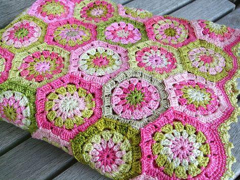 African Crochet Flower Pattern Projects | Crochet flower patterns ...