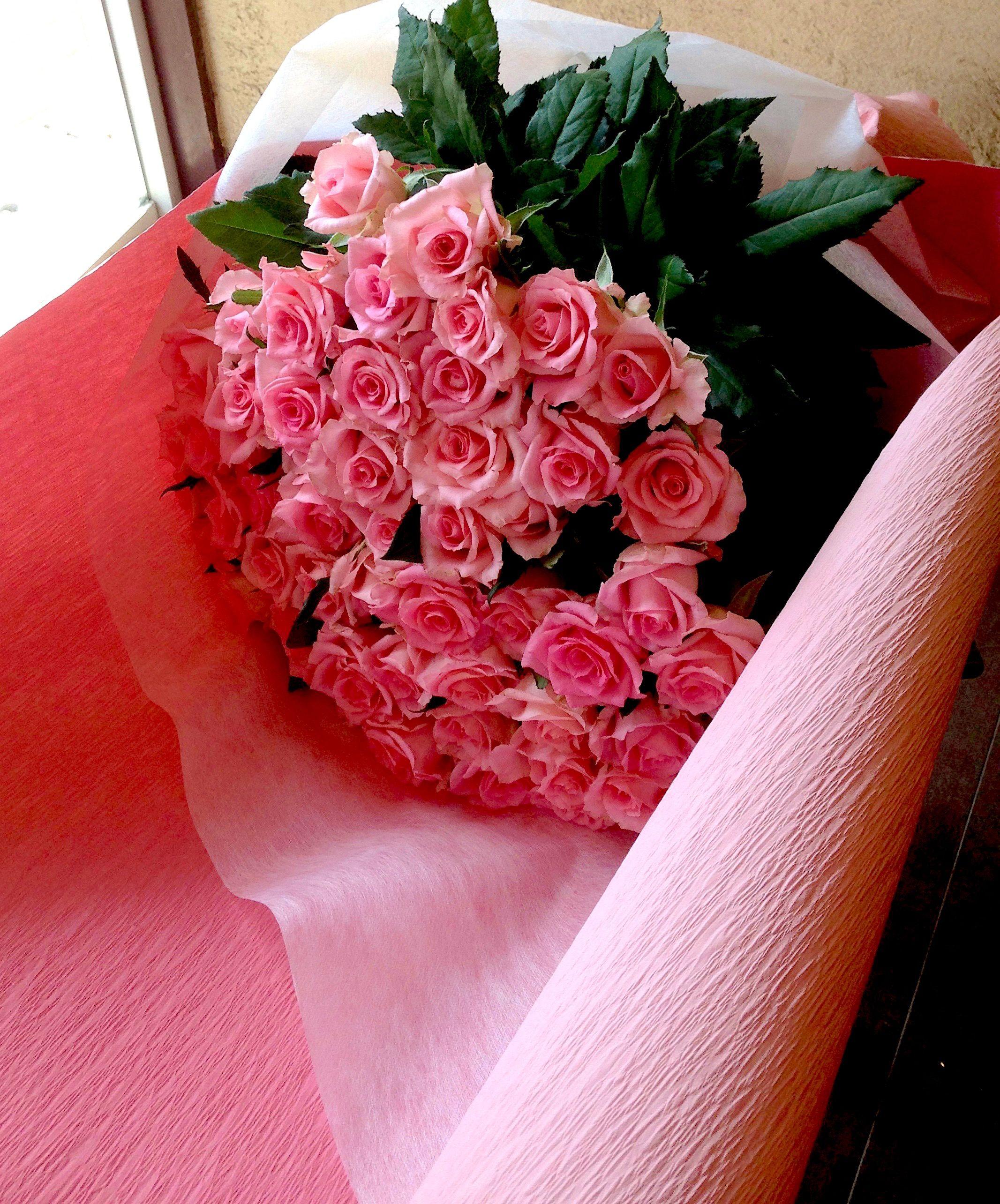 【プロポーズ「幸福」と「愛の誓い」を意味するピンクのバラの花束】