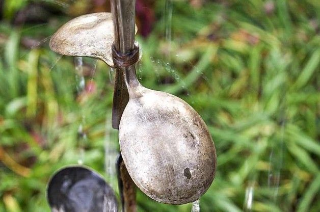 We love this DIY Rain Chain using spoons.  Recycled crafts are great, and our DIY rain chain project using old spoons is practical and fun! birdsandblooms.com
