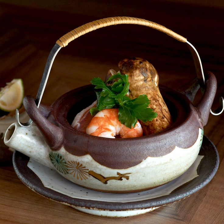 Teapot-steamed broth with matsutake mushrooms