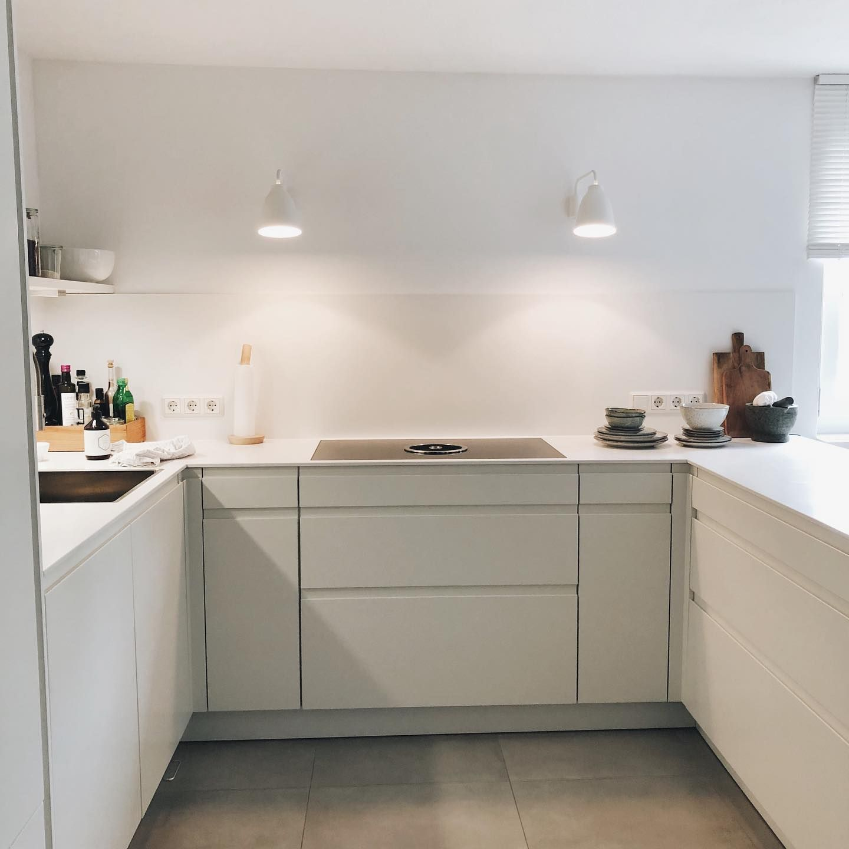 Noch Schnell Die Spulmaschine Ausgeraumt Und Jetzt Geht S Mit Einem Kleinen Zwischenstopp In Richtung Munc In 2020 Scandi Kitchen Modern Kitchen Design Kitchen Remodel