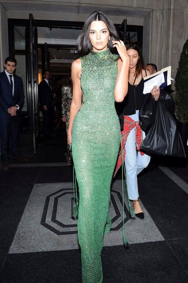 c8633e21 Kylie Jenner Met Gala, Kendall Jenner Dress, Kendall Jenner Photos, Green  Dress Outfit