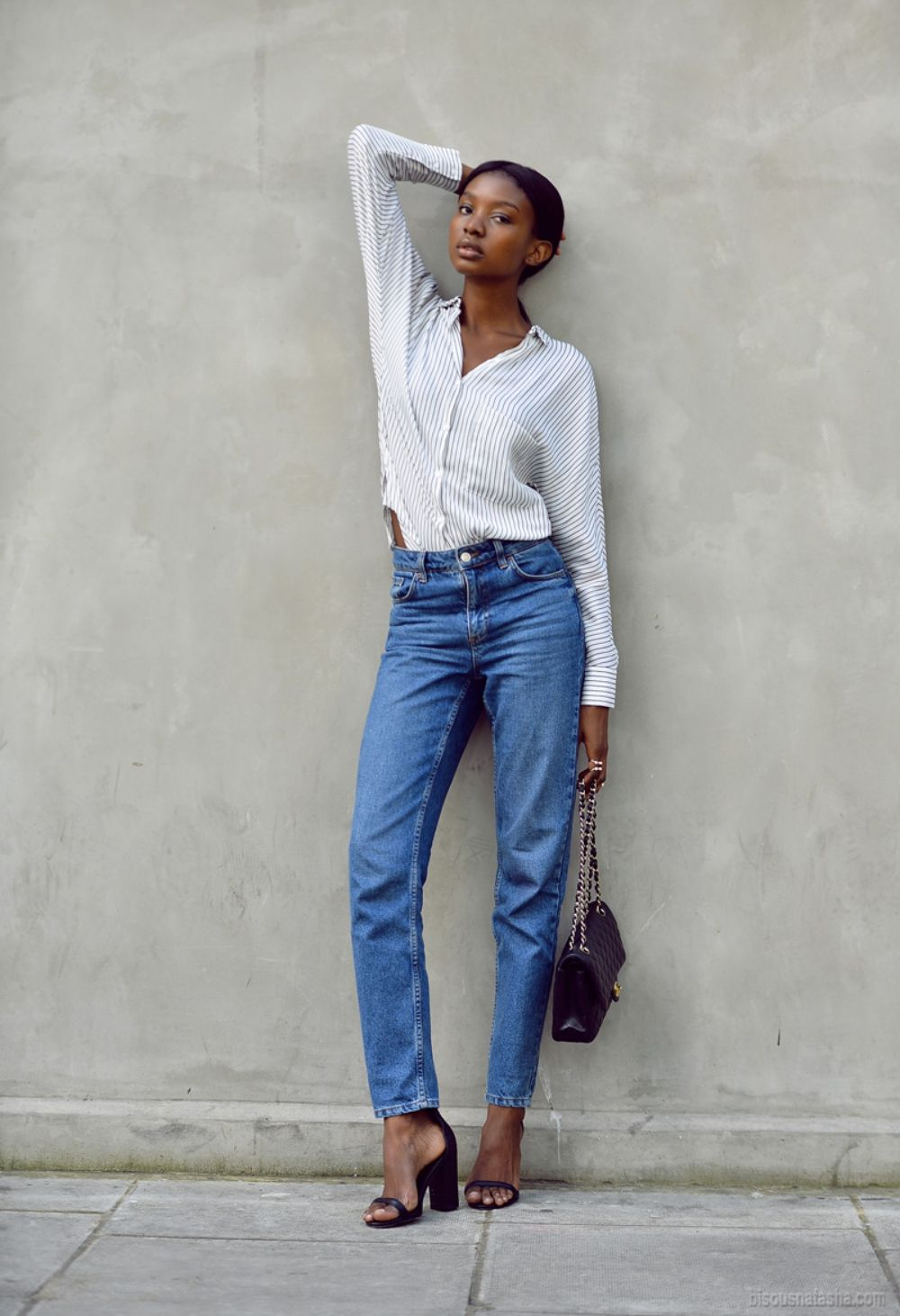 25 Ways to Make Mom Jeans Look Modern - high-waisted mom jeans, thin cotton  button-down shirt + chunky heeled black sandals