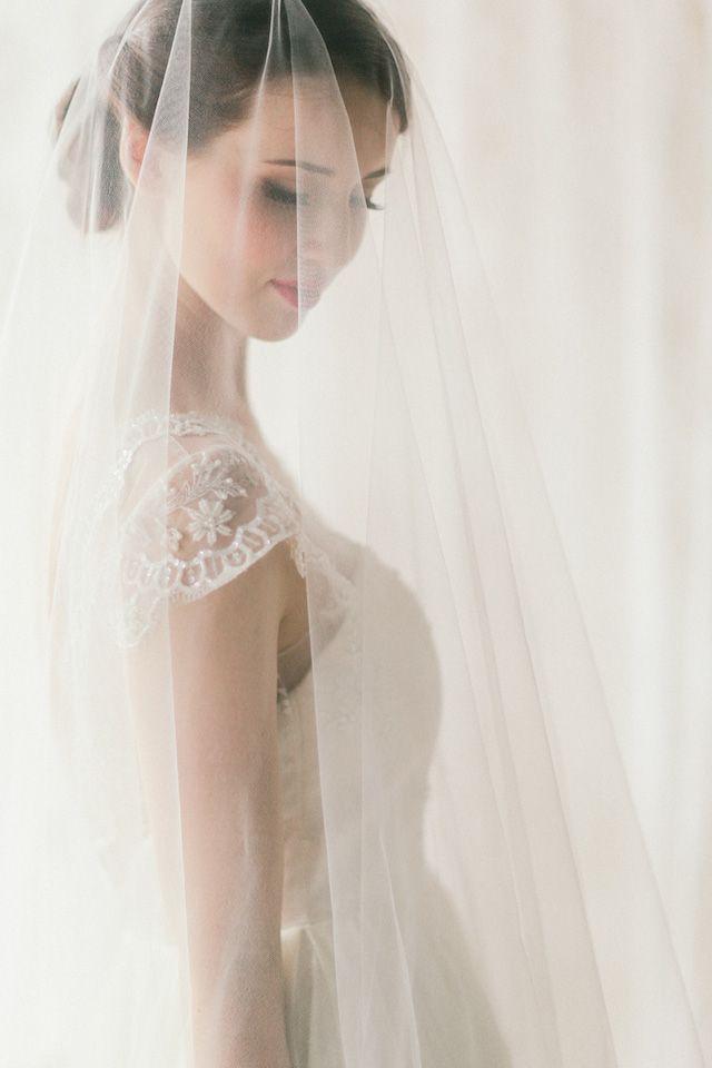 Three Sunbeams wedding veil | Jenny Sun Photography | see more on: http://burnettsboards.com/2014/10/rustic-elegance/