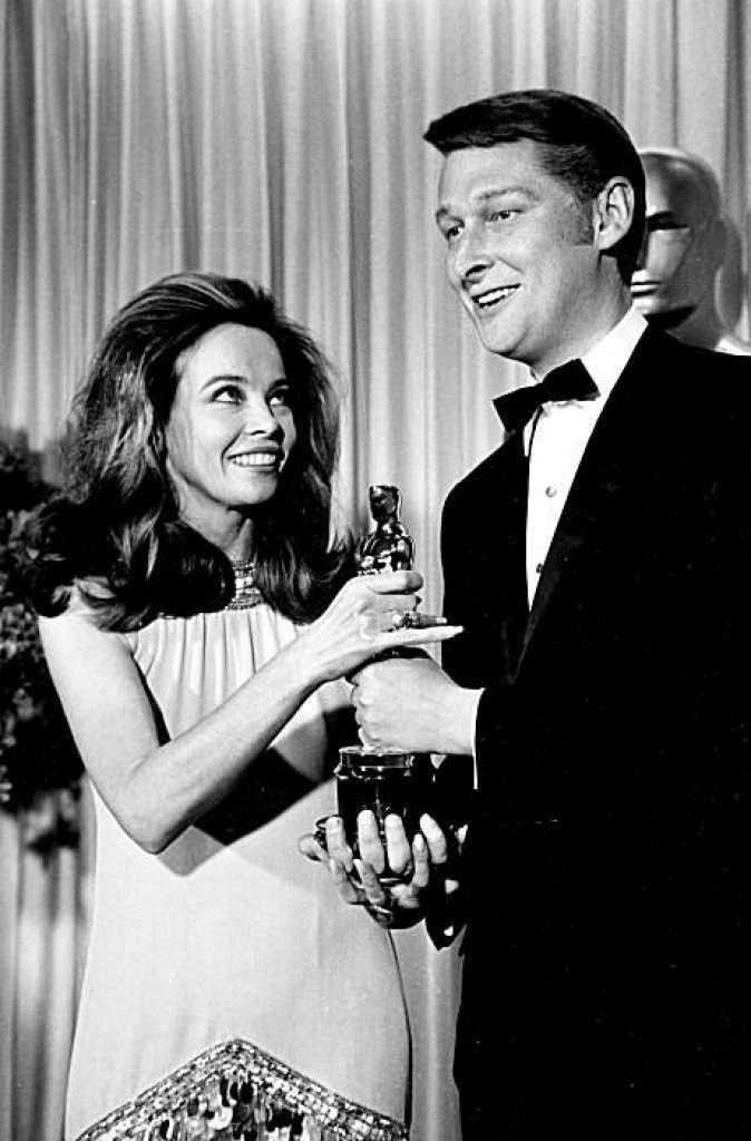 Vintage Photos Show Classic Hollywood Stars At The Oscars