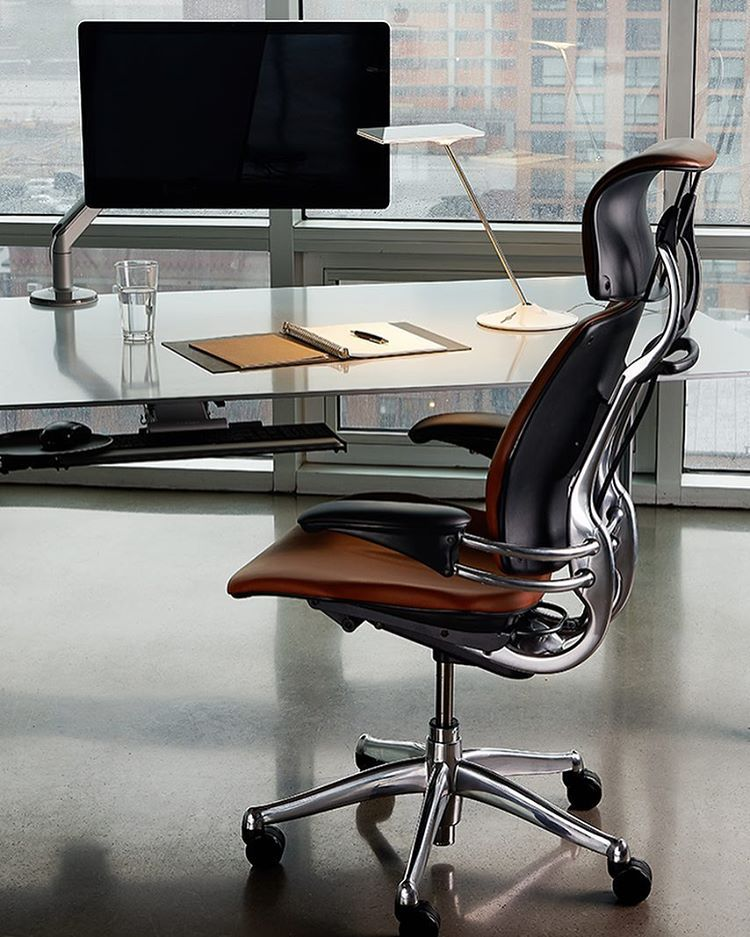 Long Hours Require Optimal Comfort Reward The Busy Professional In Your Life Design Your Workspace With Humanscale Freedom Headrest Monitor Arms Keyboard T