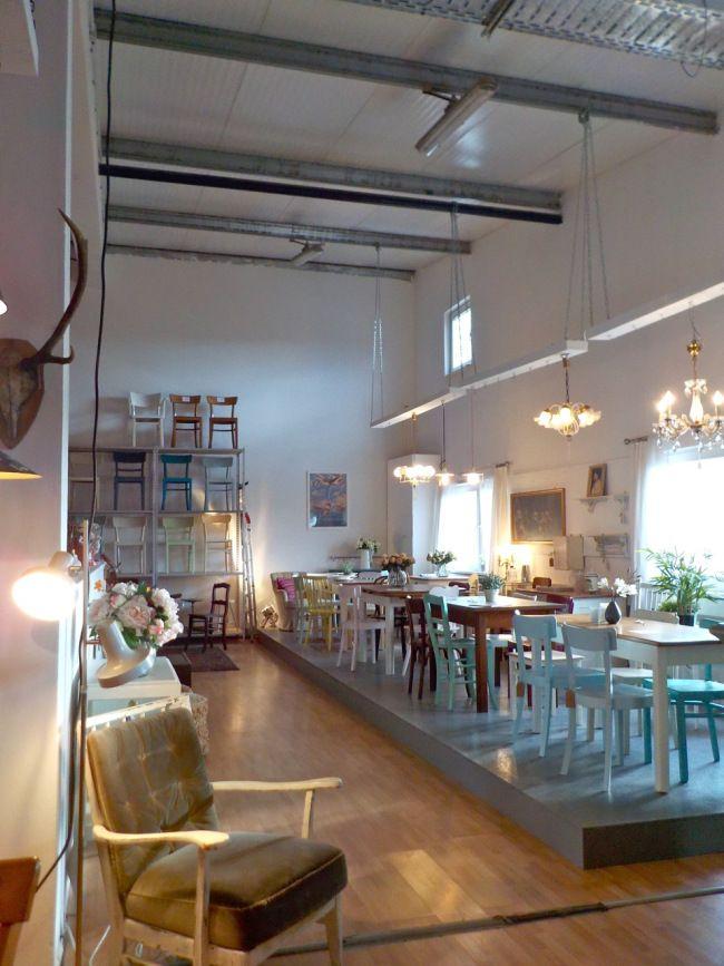 Retrosalon INSIDE, Bilder von beiden Etagen... #RetrosalonKöln #Retrosalon #Vintagemöbel #vintagefurniture #vintage #Upcycling #interiordesign #interior #Inneneinrichtung #Einrichtung #Inneneinrichter #Köln #BunteStühle