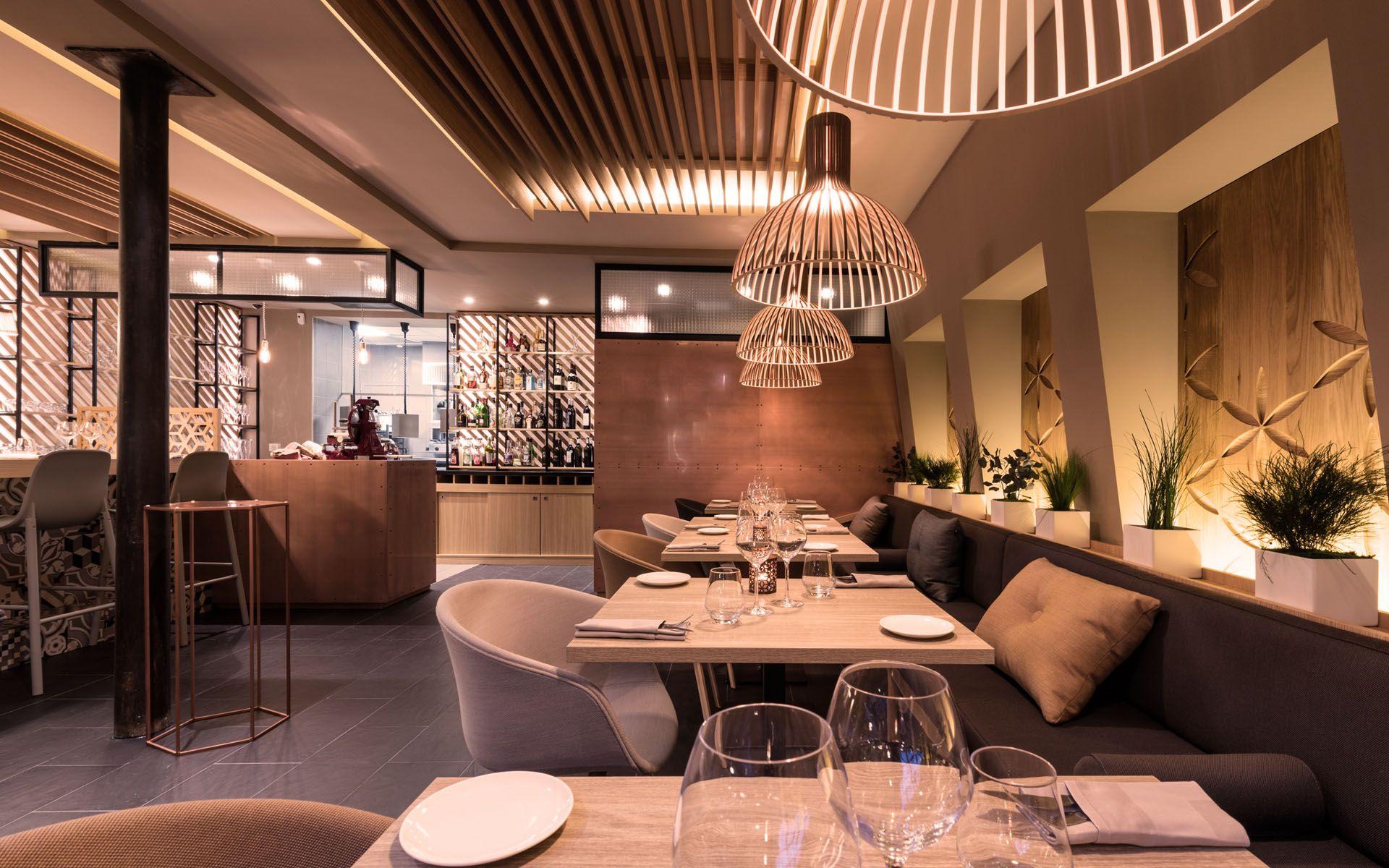 Restaurant Gastronomique Cote Cour Aix En Provence Par Red Banana Studio Designers Interieur De Restaurant Design Interieur Restaurant Interieur Bistro