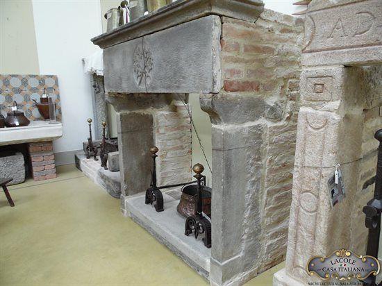 Camino antico in pietra camini antichi pinterest camini for Casa vittoriana in mattoni