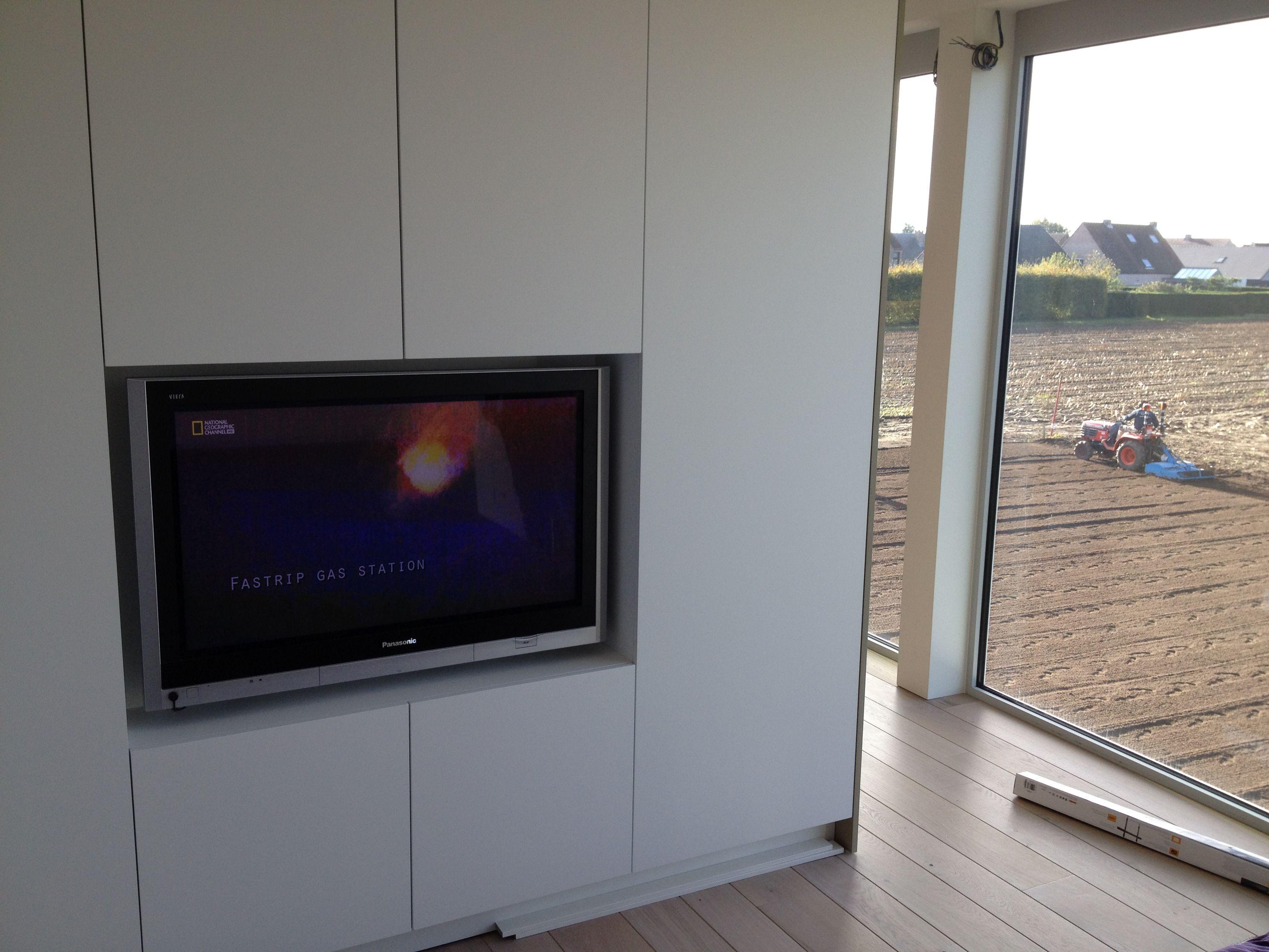 Dit tv toestel hebben we weggewerkt in een nis gemaakt in de ...