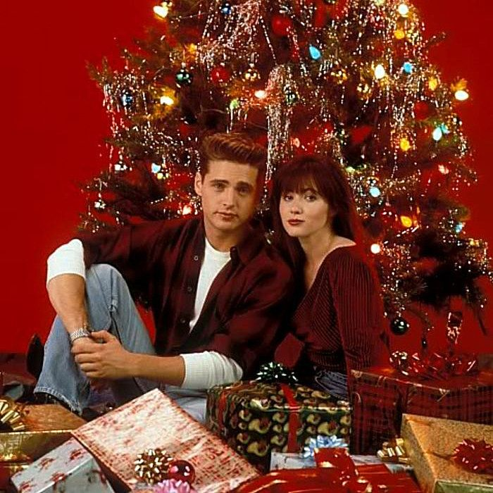 50 Things You Ll Remember About Christmas If You Were A Kid In The 90s In 2020 Beverly Hills 90210 Beverly Hills Jason Priestley