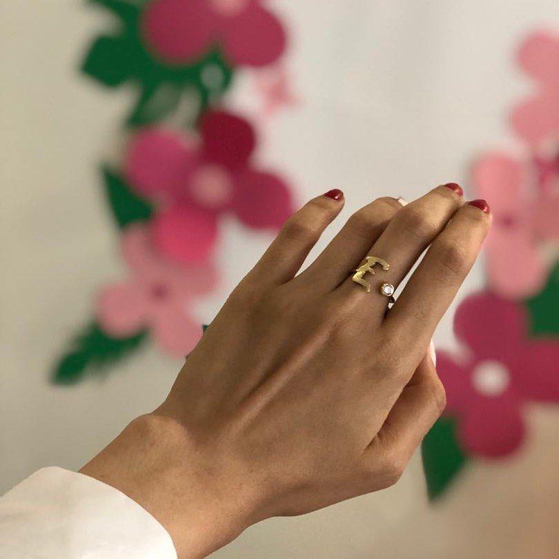 انگشتر حرف E با نگین مخراجکاری شده سفارش مشتری قابل ساخت با نقره و برنج شما هم میتونید حرف موردنظرتون رو سفار Wedding Rings Unique Unique Rings Wedding Rings