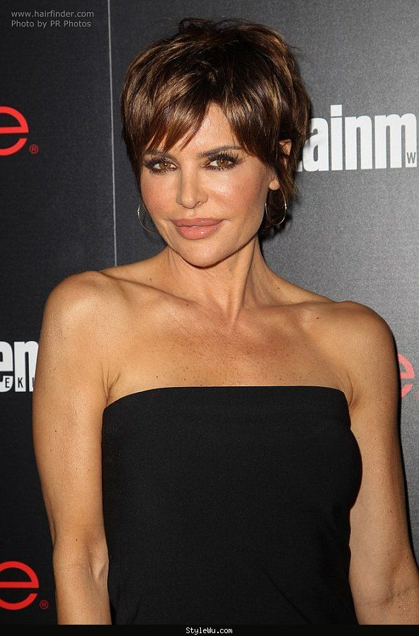 Lisa Rinna Modern Pixie Haircut For A 50 Years Old Lady Stylewu