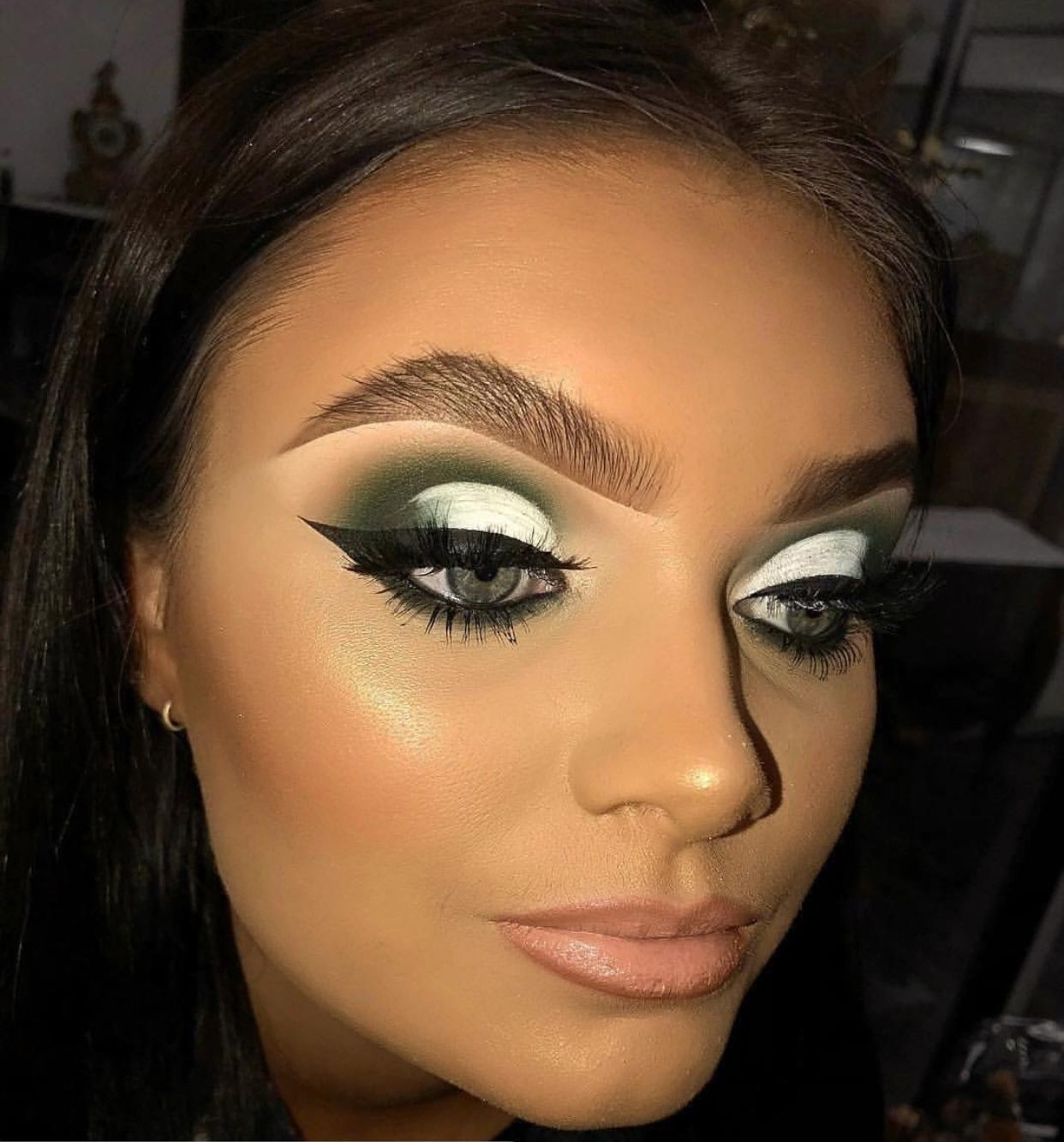 b1588a74343 Bold Makeup Look | Heavy Glam Makeup | Green White Black Eyeshadow |  Highlight and Contour | Nude Lipstick | Fluffy Fleeky Instagram Eyebrows |  Half Cut ...