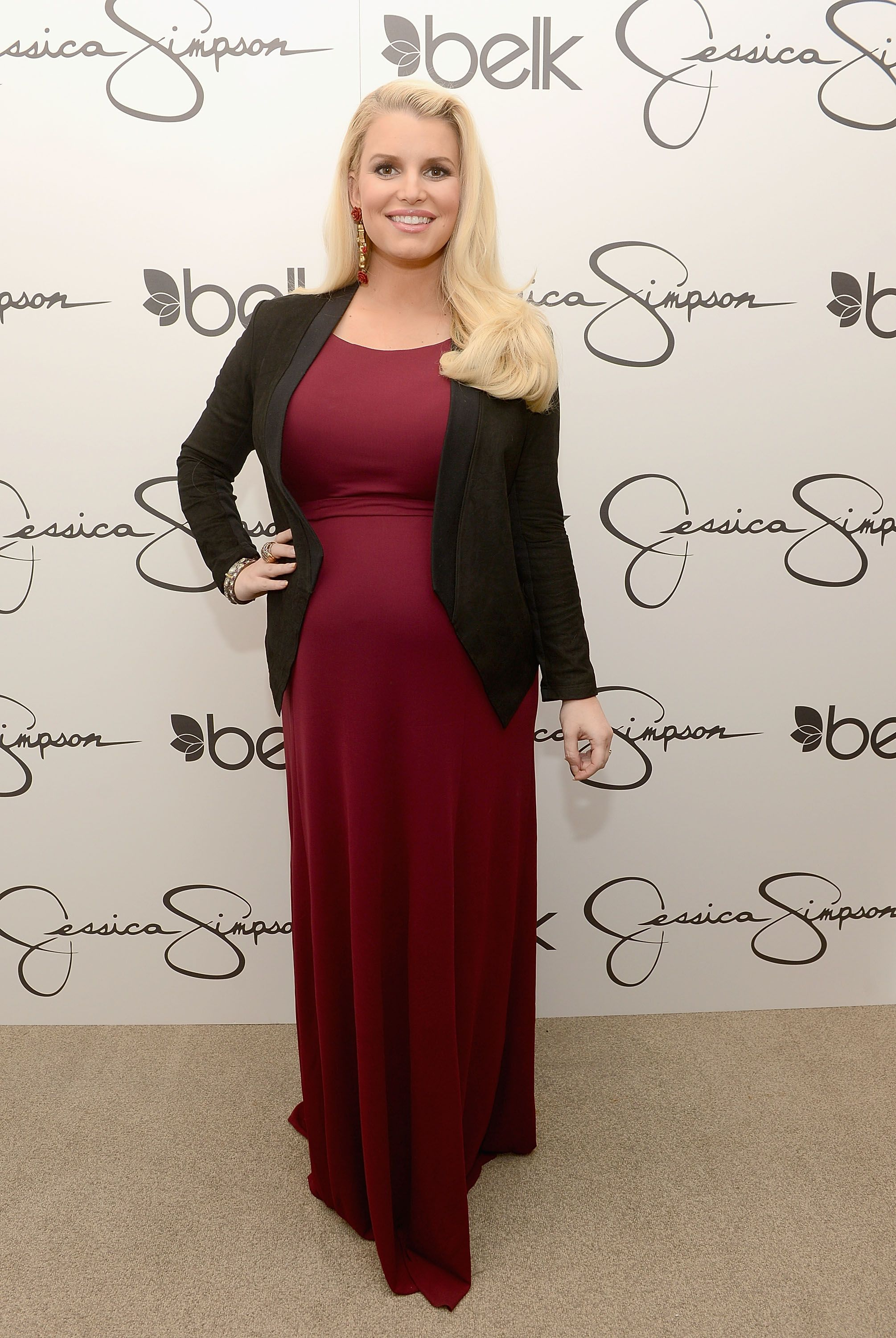 Who: Designer Jessica Simpson Height: Simpson's height has been reported as both 5'2 and 5'3   Read more: http://stylecaster.com/short-celebrities/#ixzz3aHgNV797