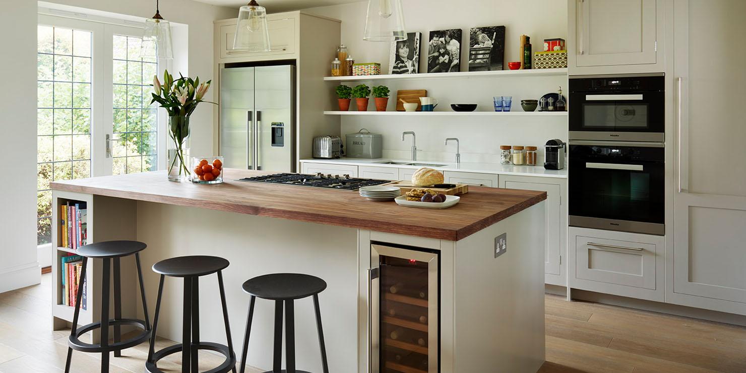 Semi Open Plan Shaker Kitchen With Island Seating Kitchen