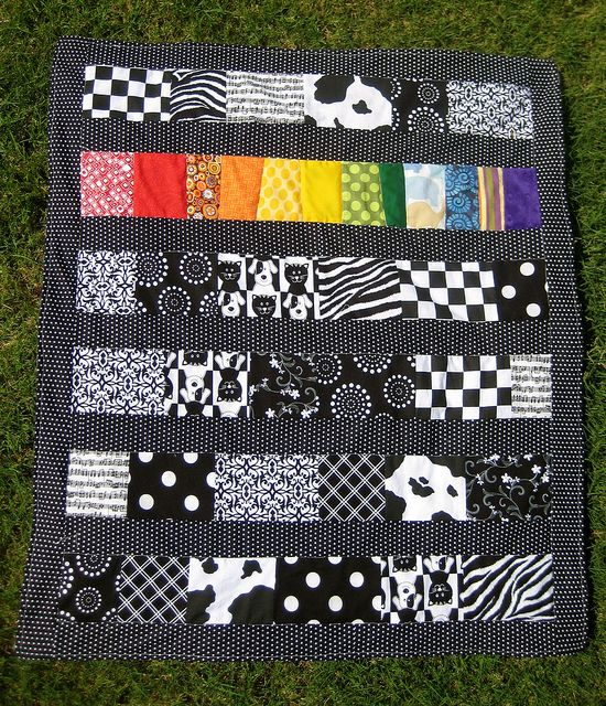 b and w quilt